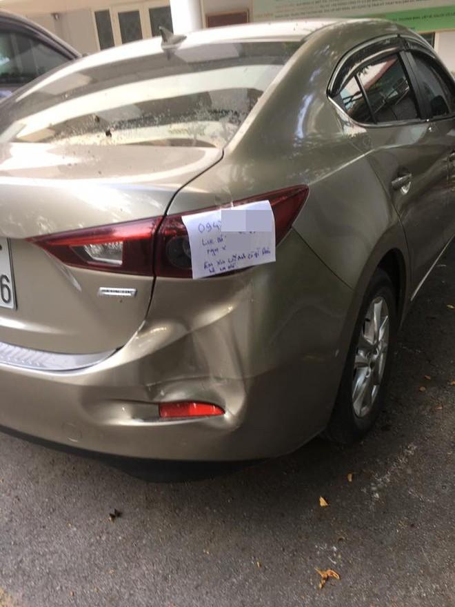 Mẩu giấy để sau va chạm giao thông khiến dân mạng tán thưởng - Ảnh 1.