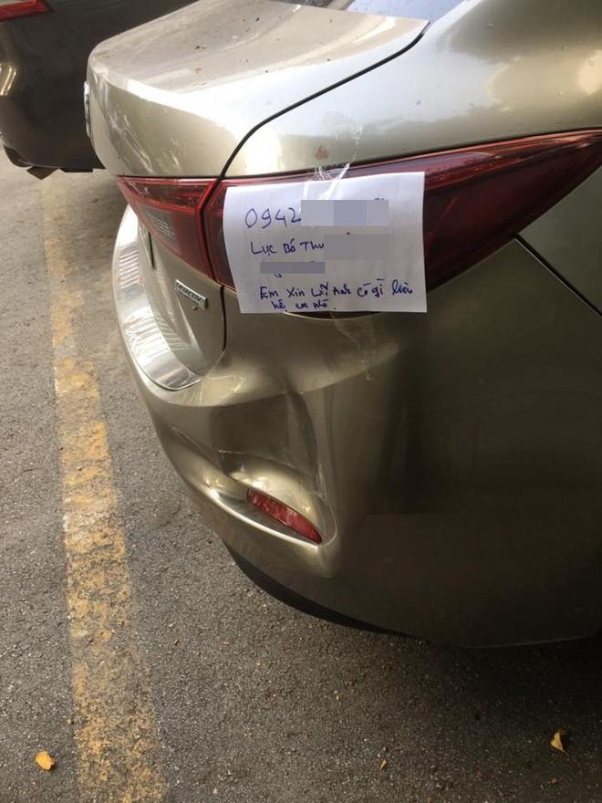 Mẩu giấy để sau va chạm giao thông khiến dân mạng tán thưởng - Ảnh 2.
