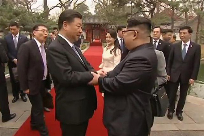 Chuyên gia dự đoán kết quả thượng đỉnh Mỹ-Triều qua ngôn ngữ cơ thể của hai ông Trump-Kim - Ảnh 2.