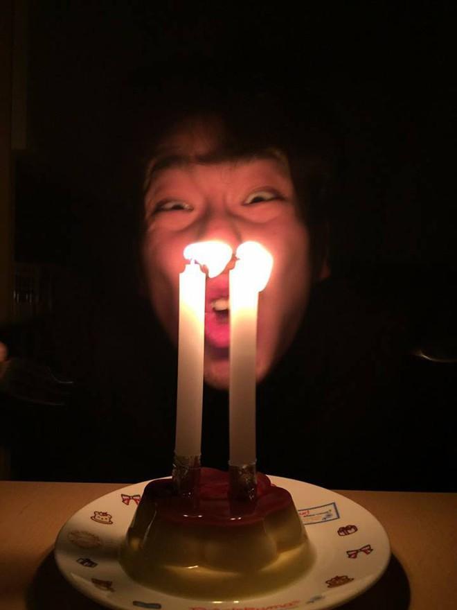 Biểu cảm lần đầu được thổi nến của chàng trai khiến cô gái lạ nhận tổ chức sinh nhật cả đời - Ảnh 1.