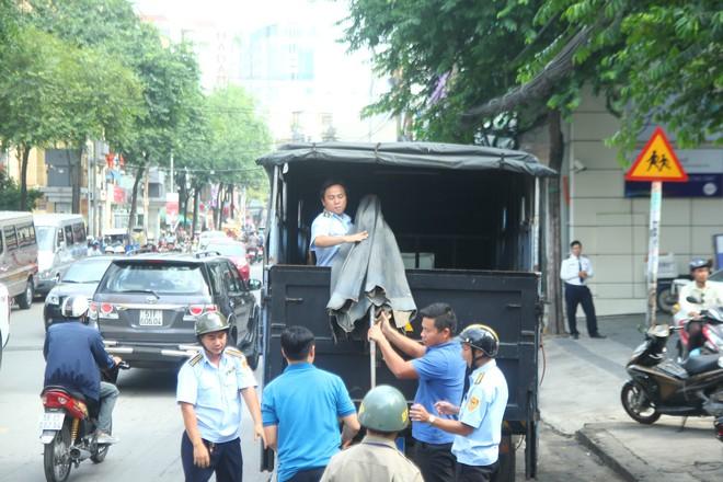 Xử phạt chủ ô tô xưng xe của Bộ Công an, đậu trái phép trước Bệnh viện Từ Dũ - Ảnh 7.