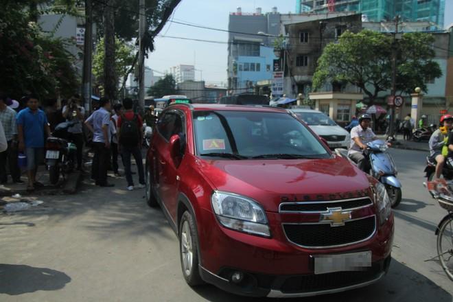 Xử phạt chủ ô tô xưng xe của Bộ Công an, đậu trái phép trước Bệnh viện Từ Dũ - Ảnh 8.