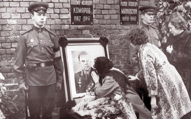 Bí mật sứ mệnh tự sát của phi hành gia Liên Xô: Cái chết của anh làm nhiều người bật khóc! - Ảnh 8.