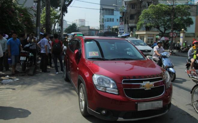 Xử phạt chủ ô tô xưng xe của Bộ Công an, đậu trái phép trước Bệnh viện Từ Dũ