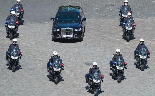 Ông Putin muốn giảm giá thành siêu xe chống đạn của Tổng thống để giới trung lưu cũng có thể mua