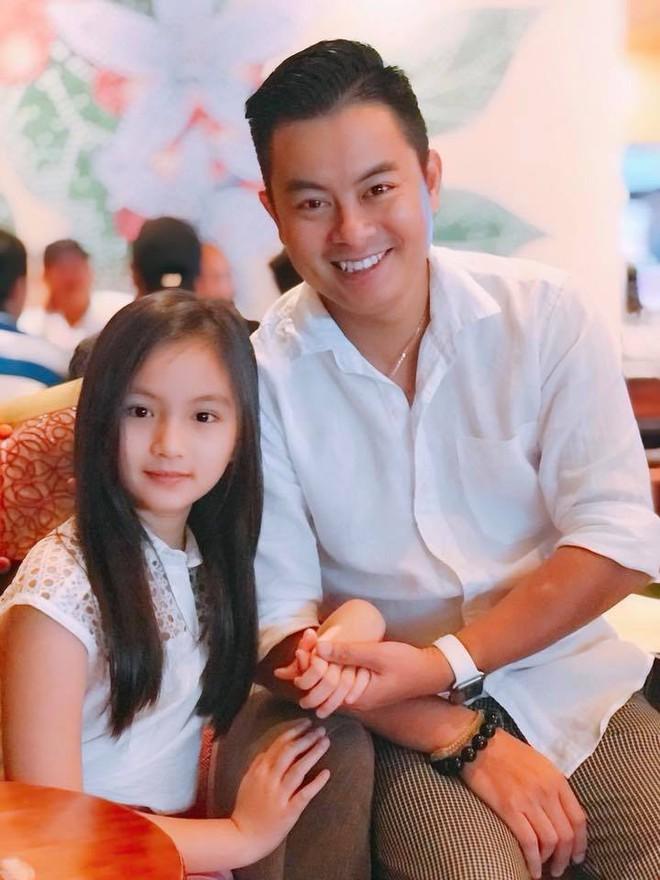 Bố khoe ảnh chụp chân dung, nhưng ảnh hậu trường của con gái 9 tuổi mới là điều gây chú ý - Ảnh 9.