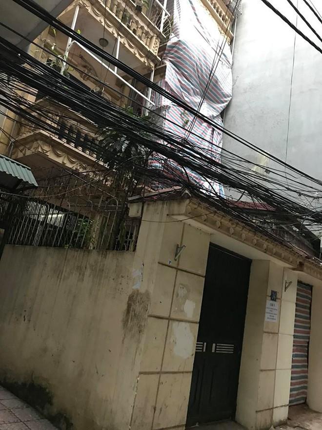 Tờ giấy đầy bất lực trước cửa nhà ông cụ 70 tuổi vì tai bay vạ gió từ hàng xóm sát bên - Ảnh 3.