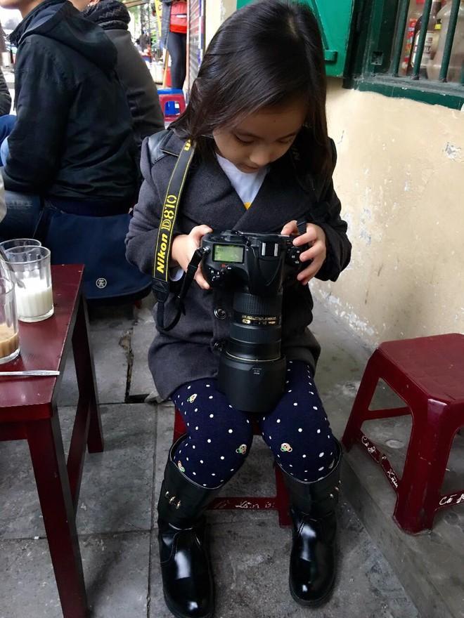Bố khoe ảnh chụp chân dung, nhưng ảnh hậu trường của con gái 9 tuổi mới là điều gây chú ý - Ảnh 3.
