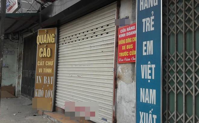 Tấm biển thông báo treo chiếc cửa hàng trên phố Hà Nội khiến dân mạng xôn xao