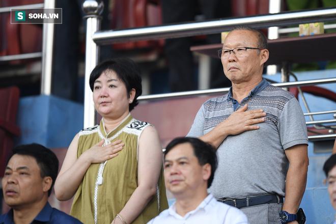 SVĐ Thiên Trường có chuyện lạ trong ngày HLV Park Hang-seo dự khán - Ảnh 1.