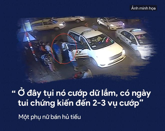[PHOTO STORY] Dân thường, người bị nạn, du khách thảng thốt về nạn cướp giật ở Sài Gòn - Ảnh 15.