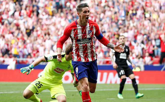 """Torres bất ngờ tái hiện hình ảnh """"sát thủ"""", Iniesta trọn niềm vui nhờ Coutinho"""