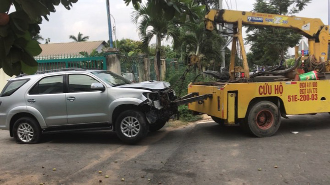 Tài xế ô tô nghi say rượu tông hàng loạt xe máy, bé gái 4 tuổi nhập viện - Ảnh 1.