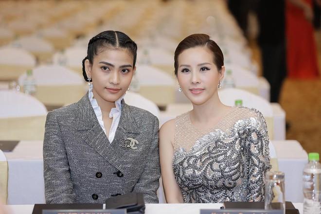 Hoa hậu Thu Hoài được đích thân Công Trí may đồ riêng để đi sự kiện - Ảnh 11.