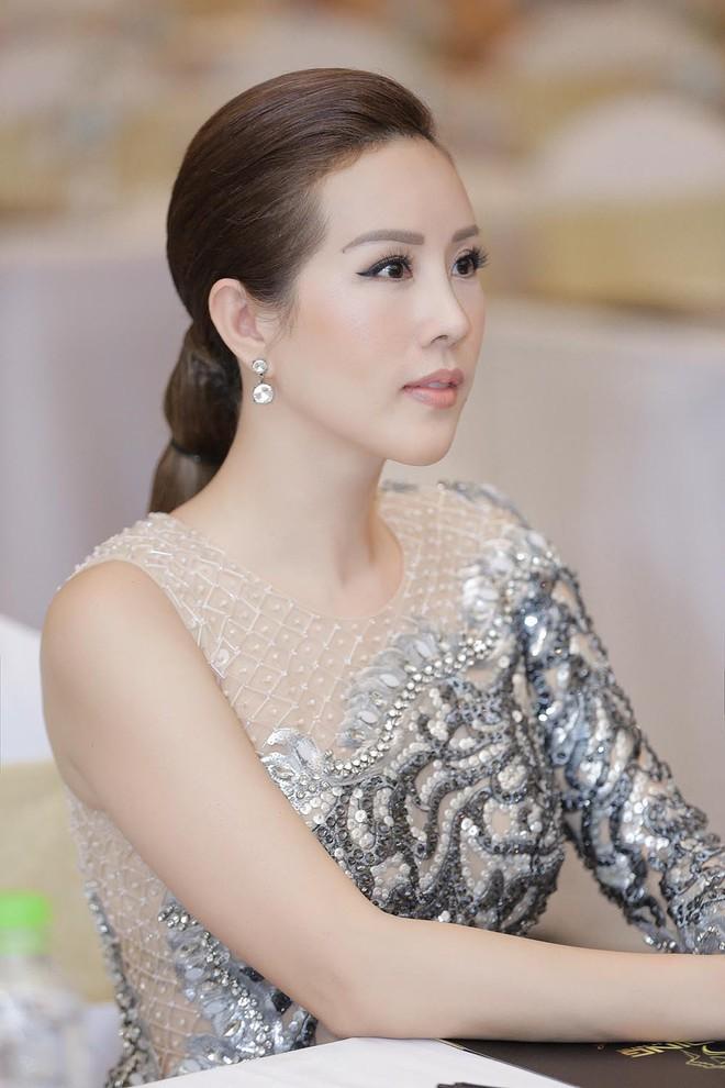 Hoa hậu Thu Hoài được đích thân Công Trí may đồ riêng để đi sự kiện - Ảnh 7.