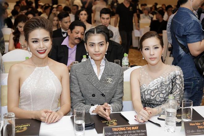 Hoa hậu Thu Hoài được đích thân Công Trí may đồ riêng để đi sự kiện - Ảnh 12.