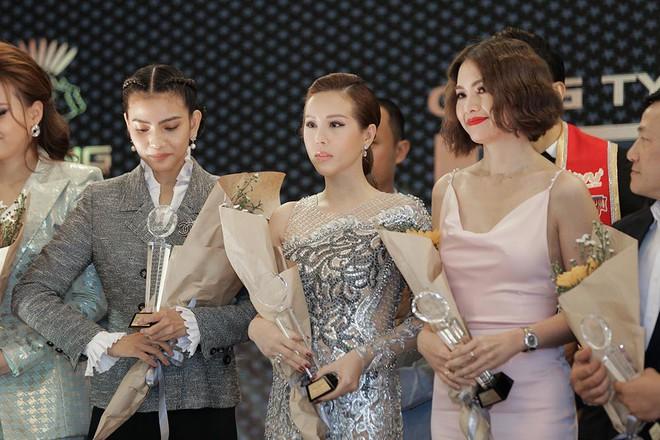 Hoa hậu Thu Hoài được đích thân Công Trí may đồ riêng để đi sự kiện - Ảnh 9.