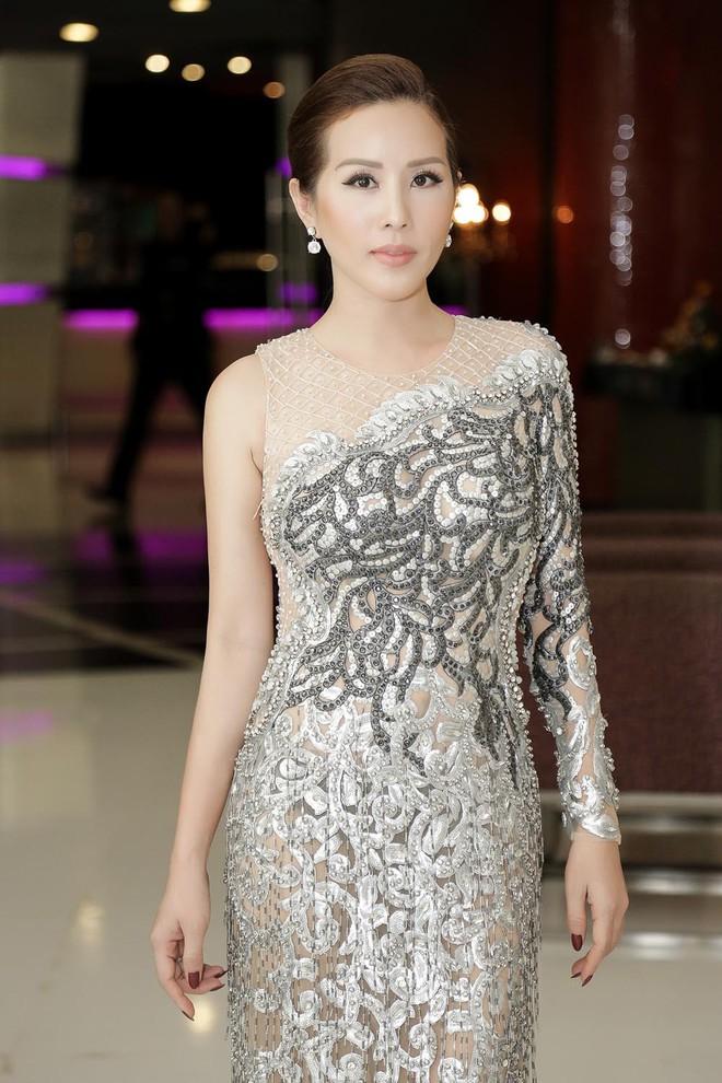 Hoa hậu Thu Hoài được đích thân Công Trí may đồ riêng để đi sự kiện - Ảnh 4.