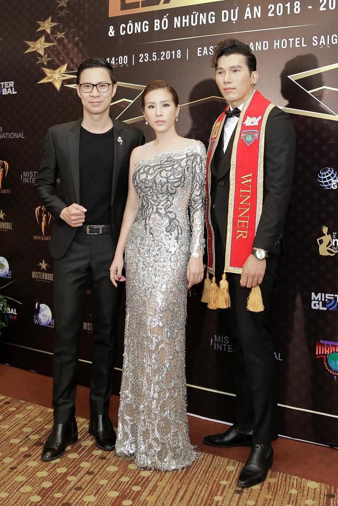 Hoa hậu Thu Hoài được đích thân Công Trí may đồ riêng để đi sự kiện - Ảnh 6.