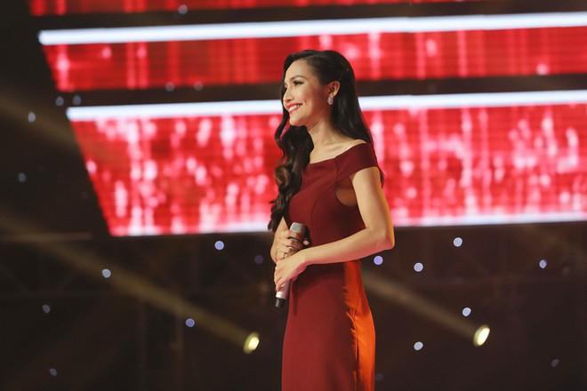 Vẻ đẹp nóng bỏng của Hoa hậu chuyển giới Việt Nam đầu tiên - Ảnh 1.