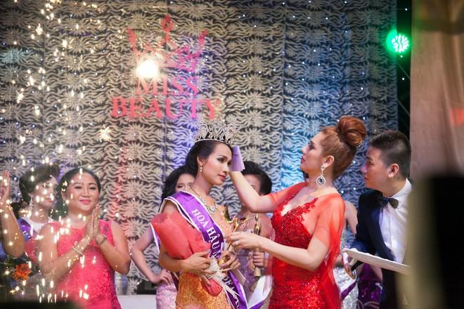 Vẻ đẹp nóng bỏng của Hoa hậu chuyển giới Việt Nam đầu tiên - Ảnh 2.