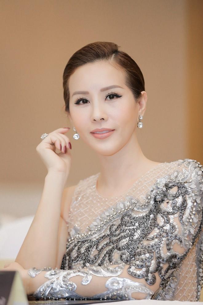 Hoa hậu Thu Hoài được đích thân Công Trí may đồ riêng để đi sự kiện - Ảnh 8.