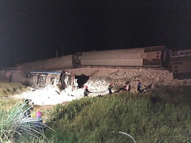 Thông tin mới nhất về vụ tàu hoả đâm xe ben khiến 10 người thương vong ở Thanh Hoá - Ảnh 2.