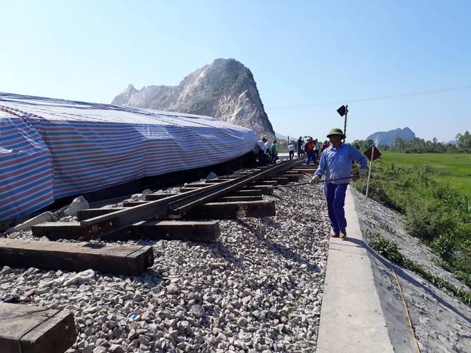 Mới nhất từ hiện trường tai nạn tàu hỏa: Hơn 2000 khách bị ảnh hưởng, gấp rút sửa đường ray - Ảnh 11.