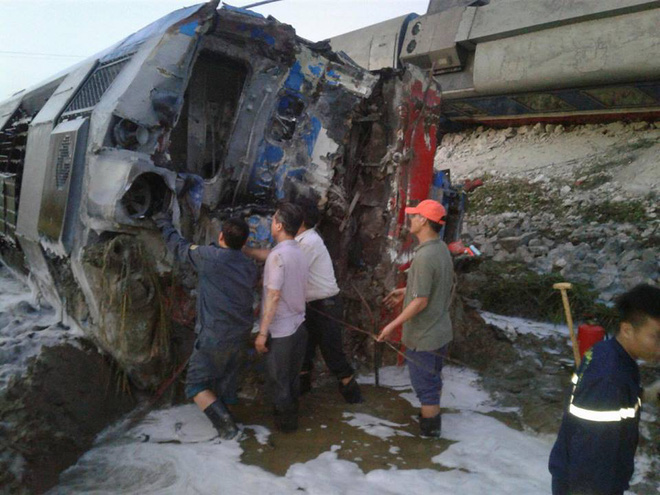 Thông tin mới nhất về vụ tàu hoả đâm xe ben khiến 10 người thương vong ở Thanh Hoá - Ảnh 1.