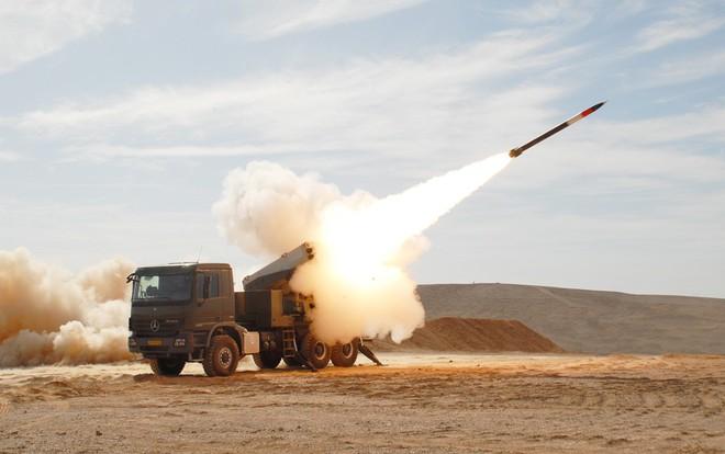 Israel nắm bí quyết công nghệ, biến rocket cổ lỗ Liên Xô thành sát thủ chiến trường - Ảnh 1.
