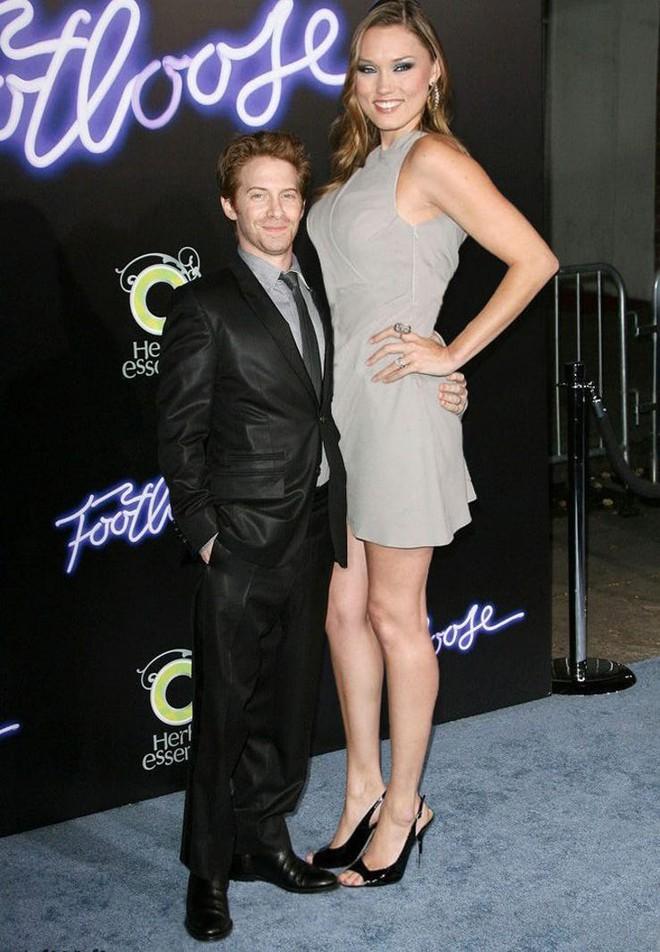 15 cặp đôi chiều cao đũa lệch của Hollywood: Chàng phải ngước lên mới nhìn thấy mặt nàng - Ảnh 1.
