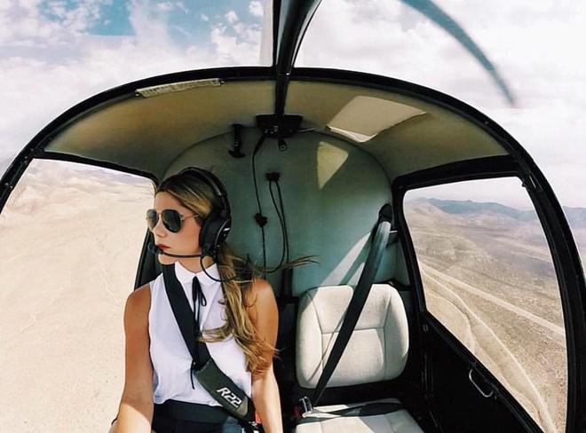 Chiêm ngưỡng nhan sắc xinh đẹp của những nữ phi công hot nhất MXH thế giới - Ảnh 1.