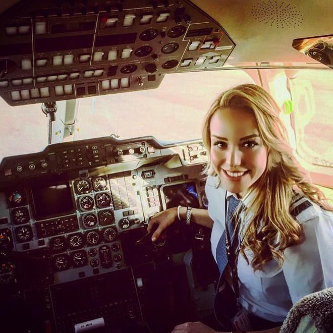 Chiêm ngưỡng nhan sắc xinh đẹp của những nữ phi công hot nhất MXH thế giới - Ảnh 21.