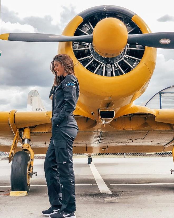 Chiêm ngưỡng nhan sắc xinh đẹp của những nữ phi công hot nhất MXH thế giới - Ảnh 5.