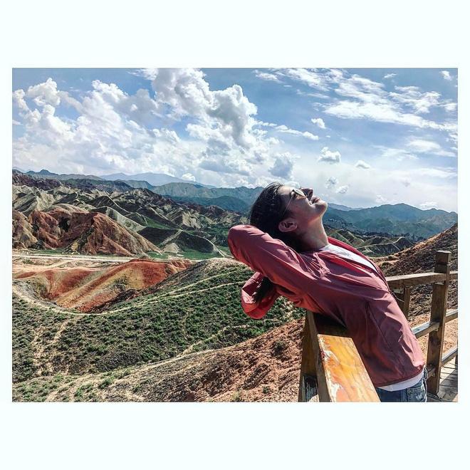 Bạn không hoa mắt đâu, đây chính là ngọn núi cầu vồng rực rỡ đẹp mê lòng người nổi tiếng ở Trung Quốc - Ảnh 10.