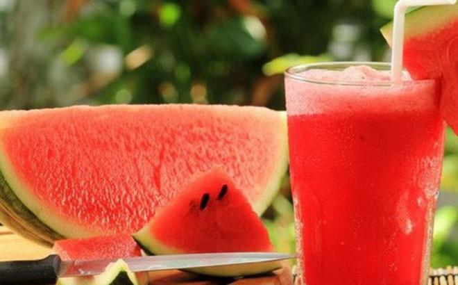 Mùa hè ăn dưa hấu nóng hay mát?