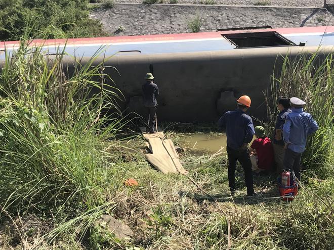 Cận cảnh hàng trăm mét đường ray bị lệch sau vụ tàu hỏa đâm xe ben - Ảnh 5.