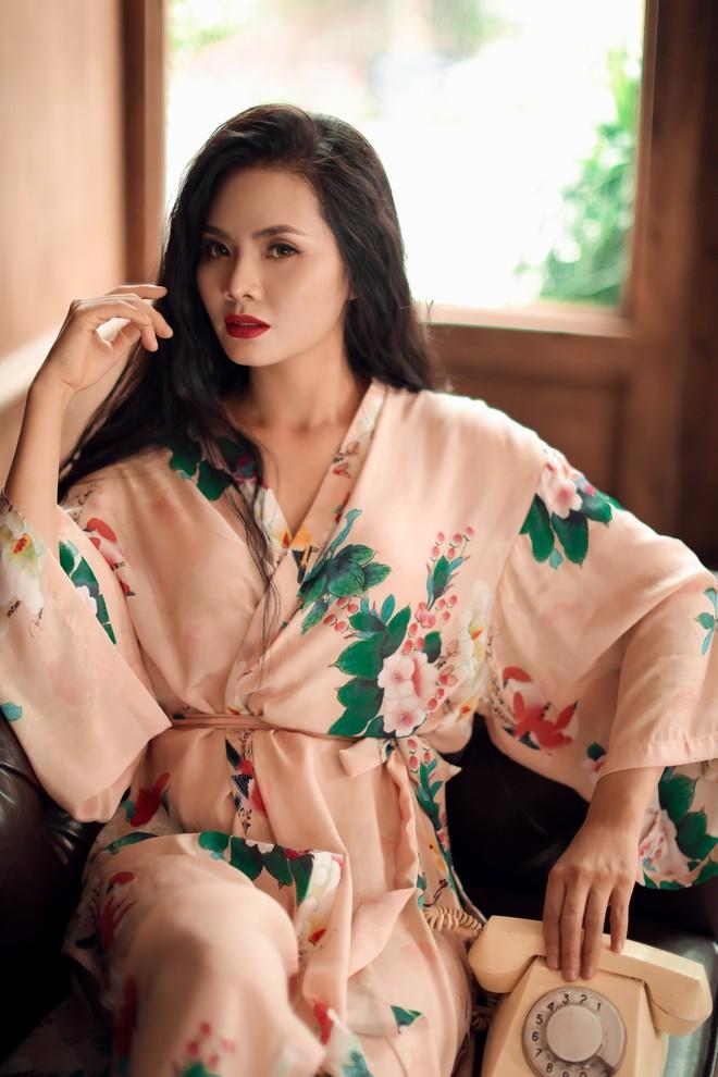 Bộ ảnh sexy đầu tiên của Sao Mai Lương Nguyệt Anh - Ảnh 1.