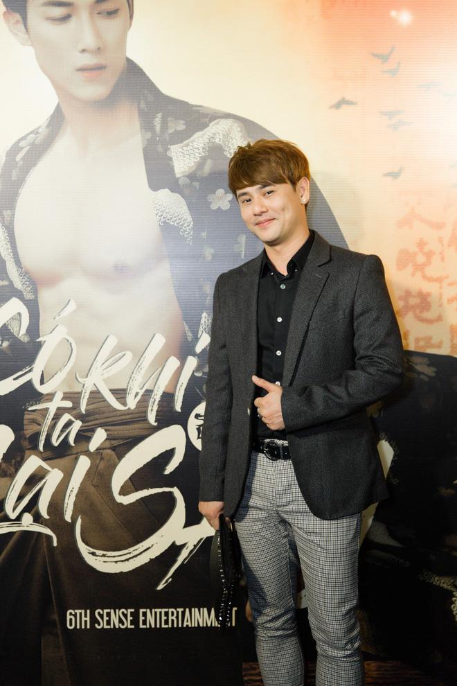 Siêu mẫu Thu Hằng mặc gợi cảm đến chúc mừng bạn trai tin đồn - Ảnh 10.