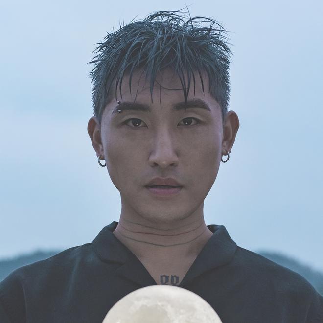 Nam ca sĩ Hàn bị kết án tù vì tội quay lén phụ nữ tại nhà tắm, công ty không hay biết suốt 2 năm - Ảnh 1.