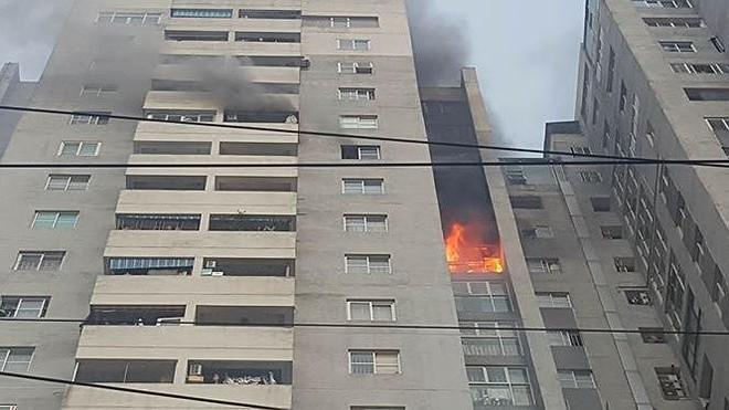 Chung cư 23 tầng vừa cháy nằm trong danh sách không đảm bảo PCCC - Ảnh 2.