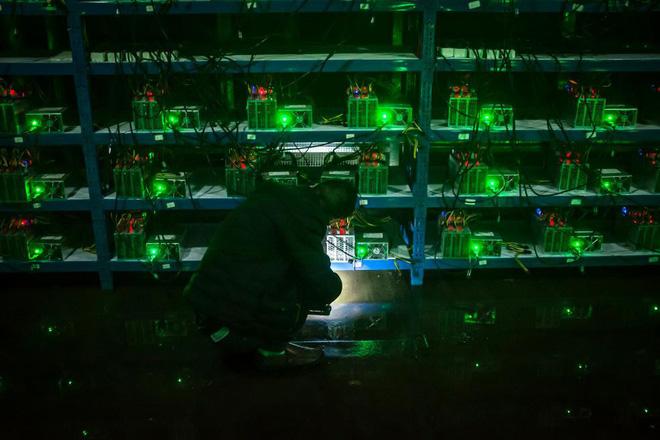 Bên trong một mỏ đào bitcoin bí mật tại Trung Quốc: Có 550 siêu máy tính, chạy 24 giờ một ngày - Ảnh 1.
