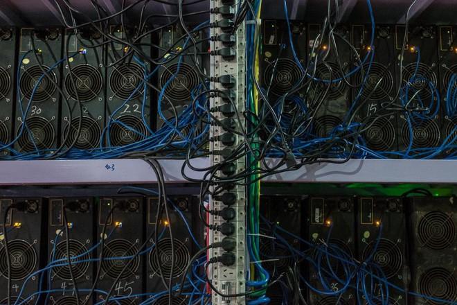 Bên trong một mỏ đào bitcoin bí mật tại Trung Quốc: Có 550 siêu máy tính, chạy 24 giờ một ngày - Ảnh 2.