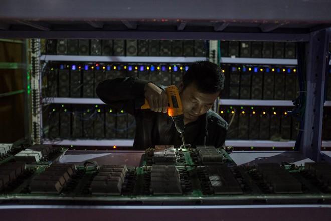 Bên trong một mỏ đào bitcoin bí mật tại Trung Quốc: Có 550 siêu máy tính, chạy 24 giờ một ngày - Ảnh 9.