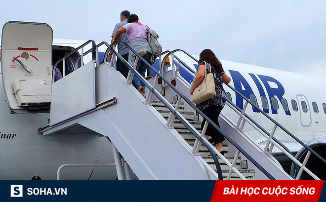 """Lỡ tay mất thêm tiền mua vé, đến ngày bay, người đàn ông mới nhận ra """"trong họa có phúc"""""""