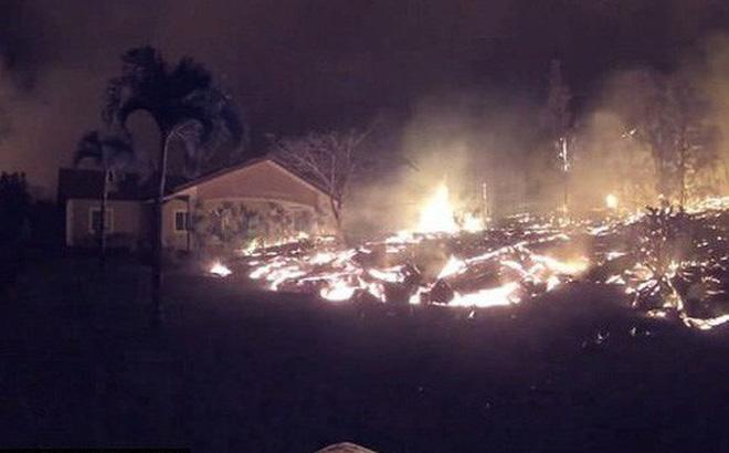 Địa ngục đảo Hawaii những ngày núi lửa phun trào: dung nham tràn xuống tận vườn nhà
