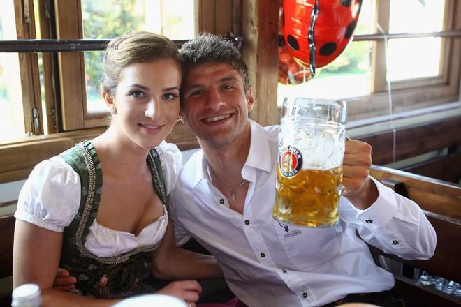 Cầu thủ Đức bị cấm chuyện ấy nhưng được phép uống rượu ở World Cup 2018 - Ảnh 2.