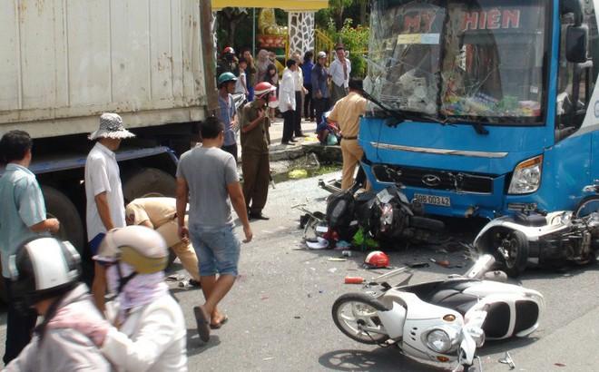 Xe khách Mỹ Hiền tông liên hoàn, 5 người bị thương nặng