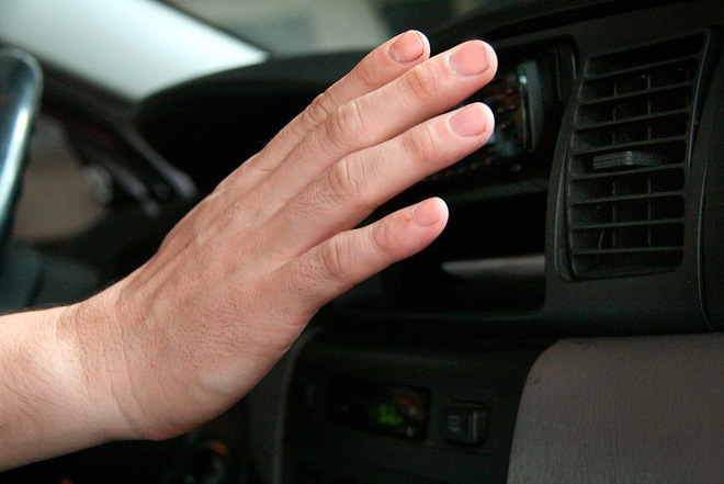 Trời nắng nóng, dùng điều hoà trong ô tô thế nào cho hiệu quả? - Ảnh 2.