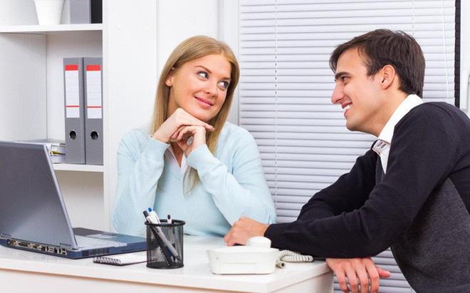 Xử trí thế nào nếu chồng, vợ tán tỉnh đồng nghiệp nơi công sở?